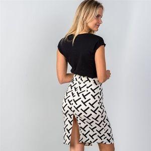 Fashion black and white split skirt